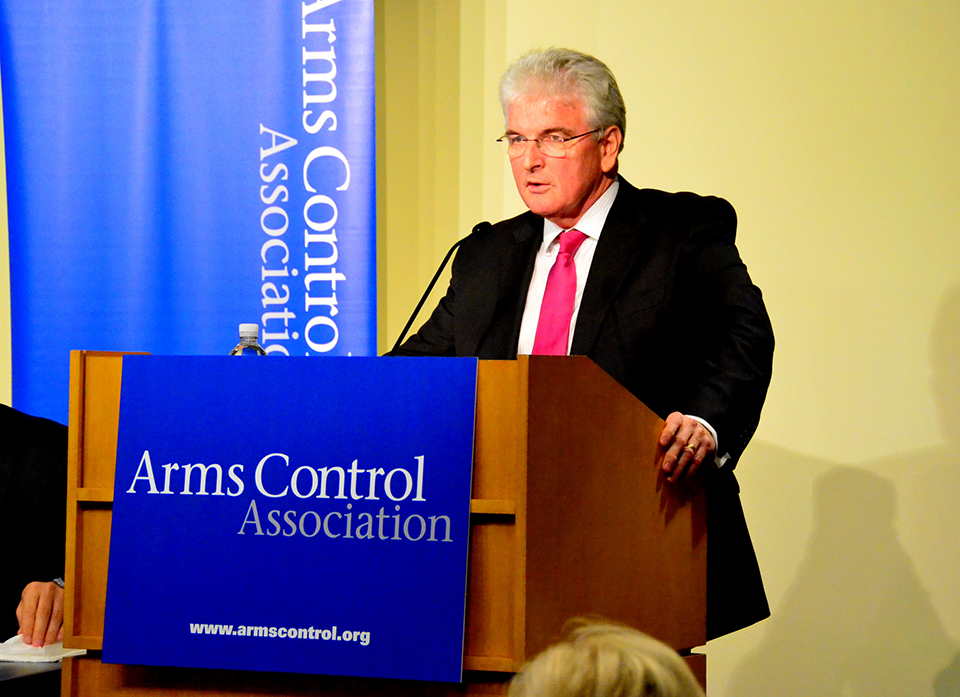Des Browne, vice chairman of the Nuclear Threat Initiative and former UK defense minister, speaks at the Arms Control Association's annual meeting in Washington on October 20. (Jackie Barrientes/Arms Control Association)