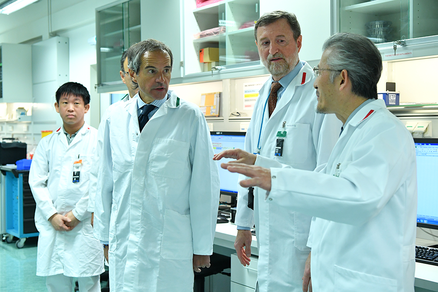 IAEA Director-General Rafael Mariano Grossi (left) tours the agency's Nuclear Material Laboratory in January. The lab is one of the tools the agency uses to monitor nuclear activities around the world. (Photo: Dean Calma/IAEA)